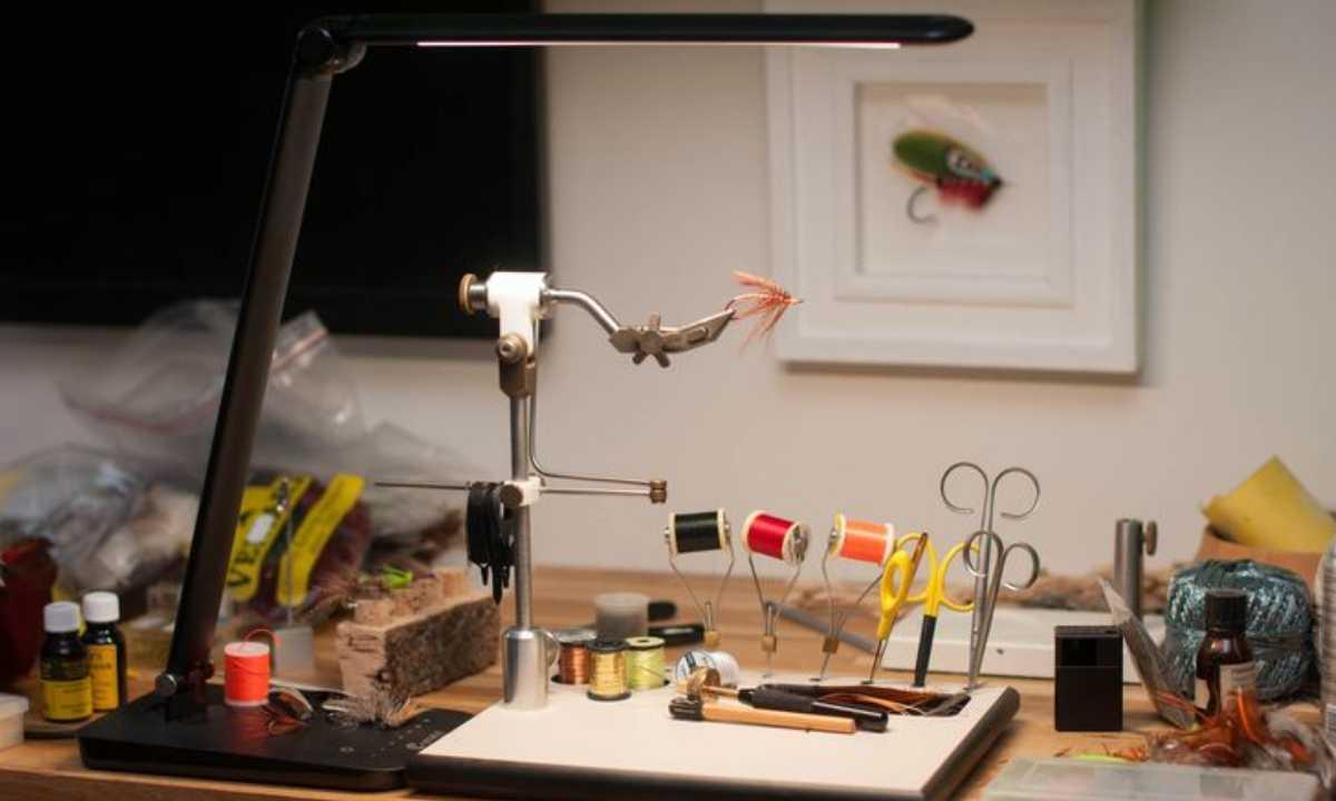 bien choisir une lampe grossissante montage de mouche